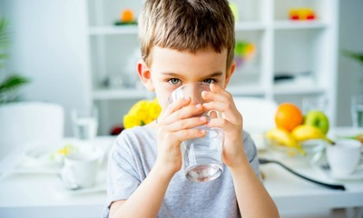 Разбираем вопрос: сколько воды должен выпивать ребенок в день?