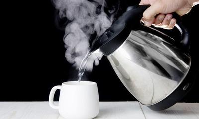 Подробно о том, какую воду надо пить утром натощак сырую или кипяченую?