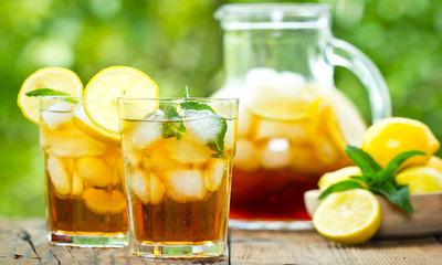 Интересный вопрос: можно ли пить лимонную воду натощак?