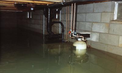 Что делать, если грунтовые воды затопили подвал?
